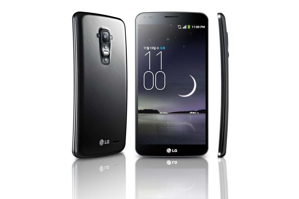 """LG alfineta Samsung e afirma que G Flex é """"o primeiro smartphone curvo real do mundo"""""""